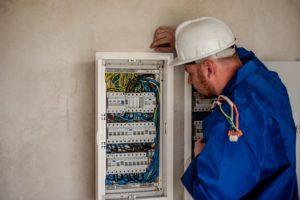 electrician circuit breaker